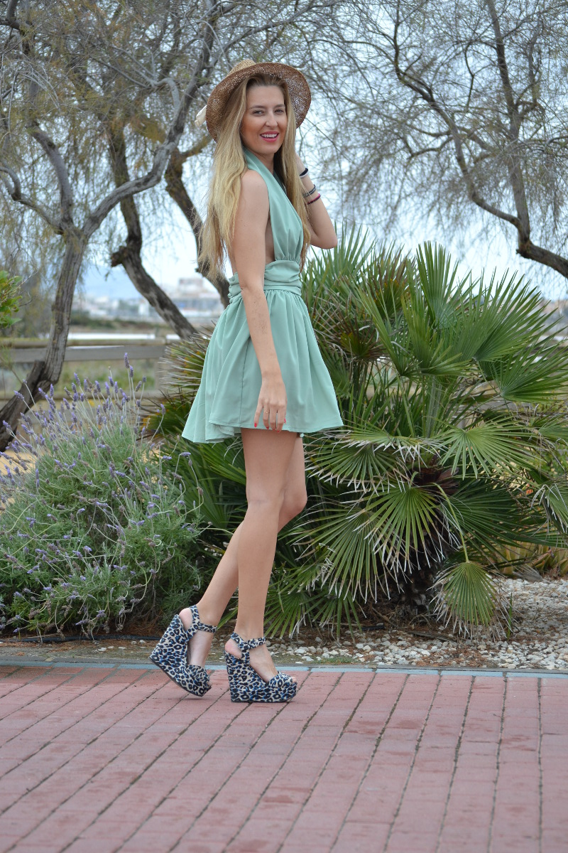 Green_Drapped_Dress_Fashion_Frenzzie_Hat_Sea_Seaside_Lara_Martin_Gilarranz_Bymyheels (8)