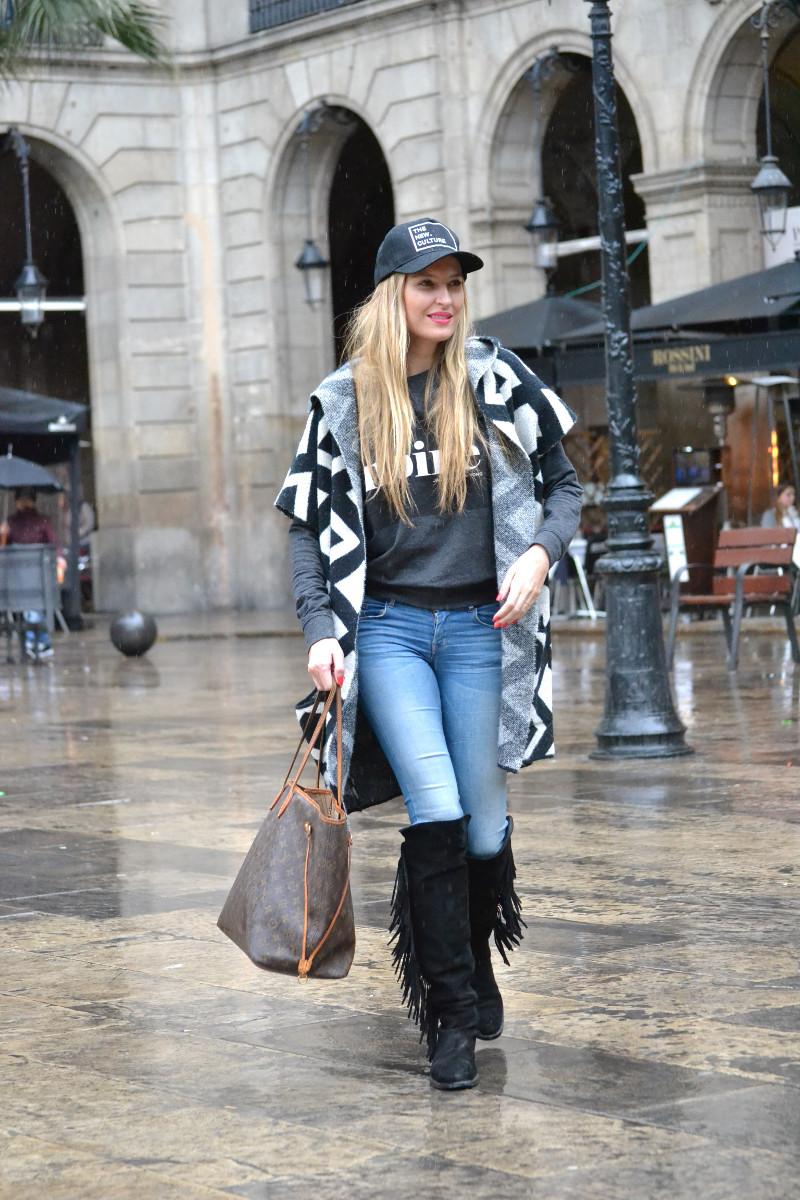 Pilar_Burgos_Botas_Flecos_Louis_Vuitton_Neverfull_Bymyheels_Salsa_Jeans_Lara_Martin_Gilarranz_Oxygene_Barcelona_Plaza_Real (3)