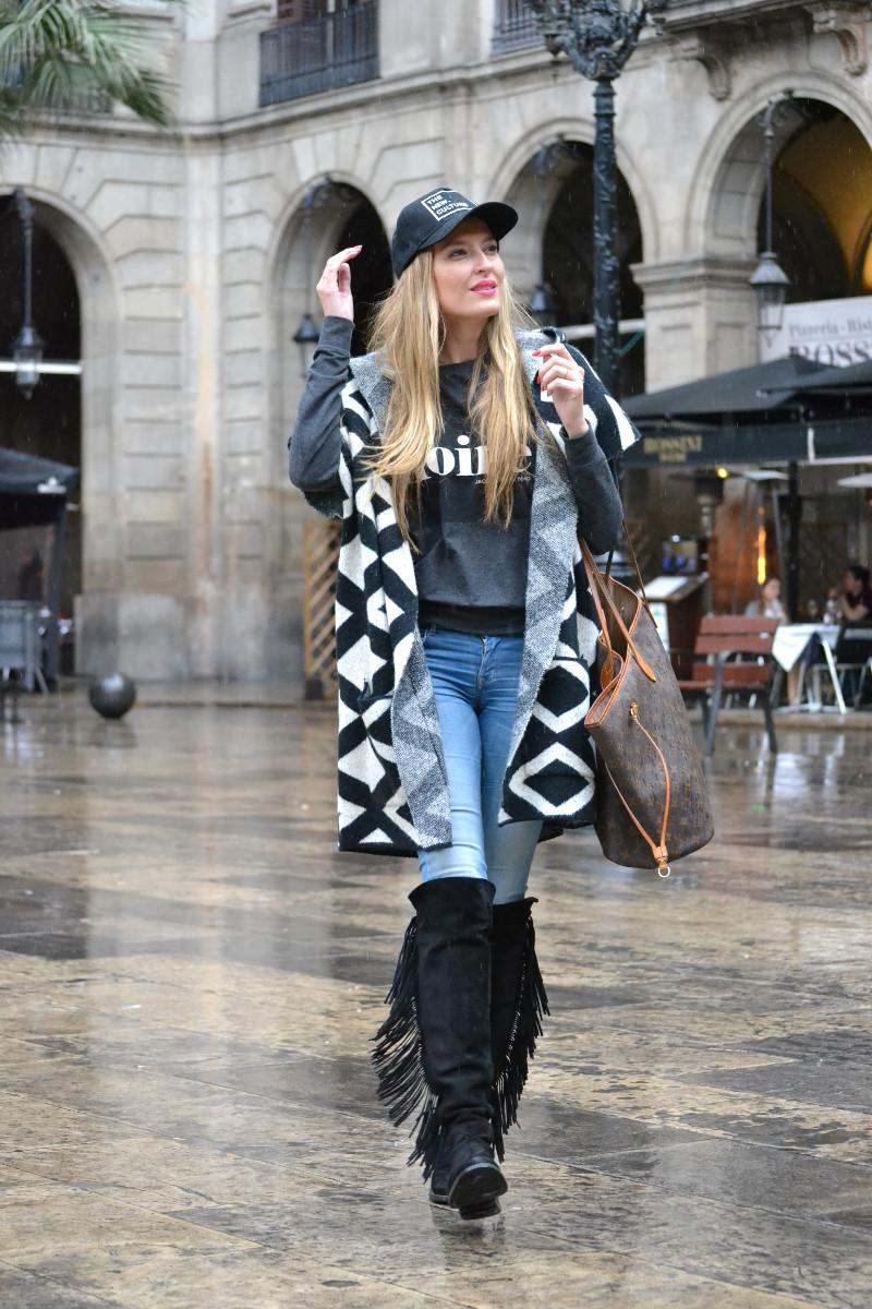 Pilar_Burgos_Botas_Flecos_Louis_Vuitton_Neverfull_Bymyheels_Salsa_Jeans_Lara_Martin_Gilarranz_Oxygene_Barcelona_Plaza_Real (5)