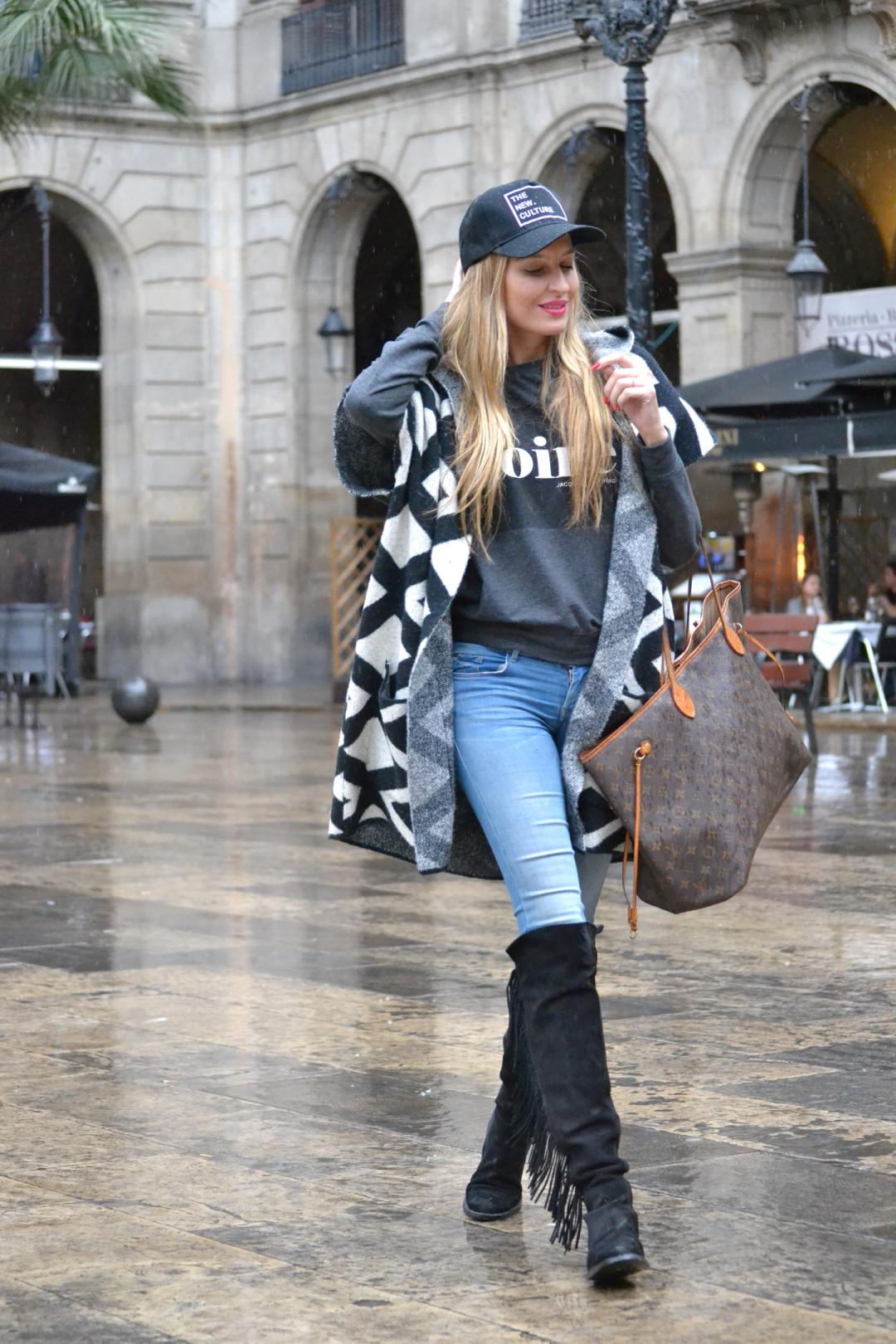 Pilar_Burgos_Botas_Flecos_Louis_Vuitton_Neverfull_Bymyheels_Salsa_Jeans_Lara_Martin_Gilarranz_Oxygene_Barcelona_Plaza_Real (6)