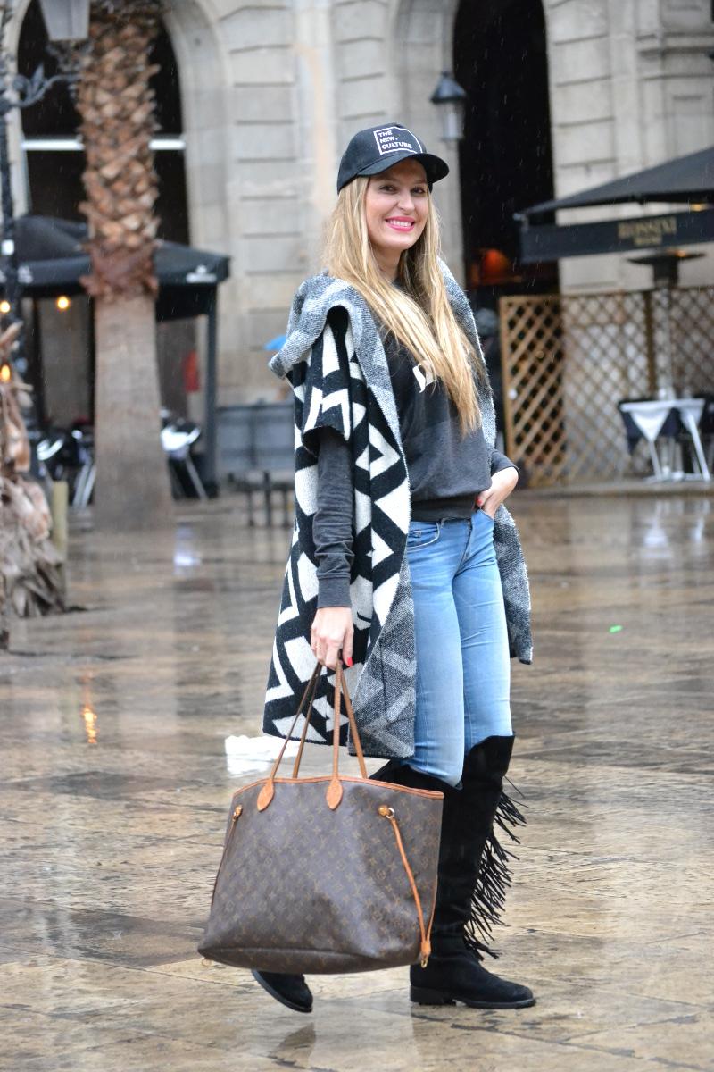 Pilar_Burgos_Botas_Flecos_Louis_Vuitton_Neverfull_Bymyheels_Salsa_Jeans_Lara_Martin_Gilarranz_Oxygene_Barcelona_Plaza_Real (9)