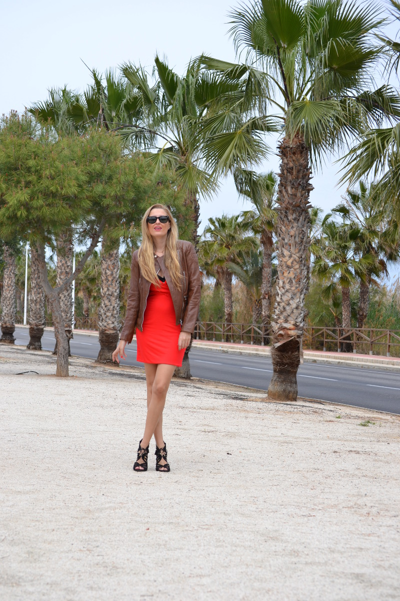 Red_Dress_Lovers_Friends_Lara_Martin_Gilarranz_Leather_Salsa_Bymyheels (2)