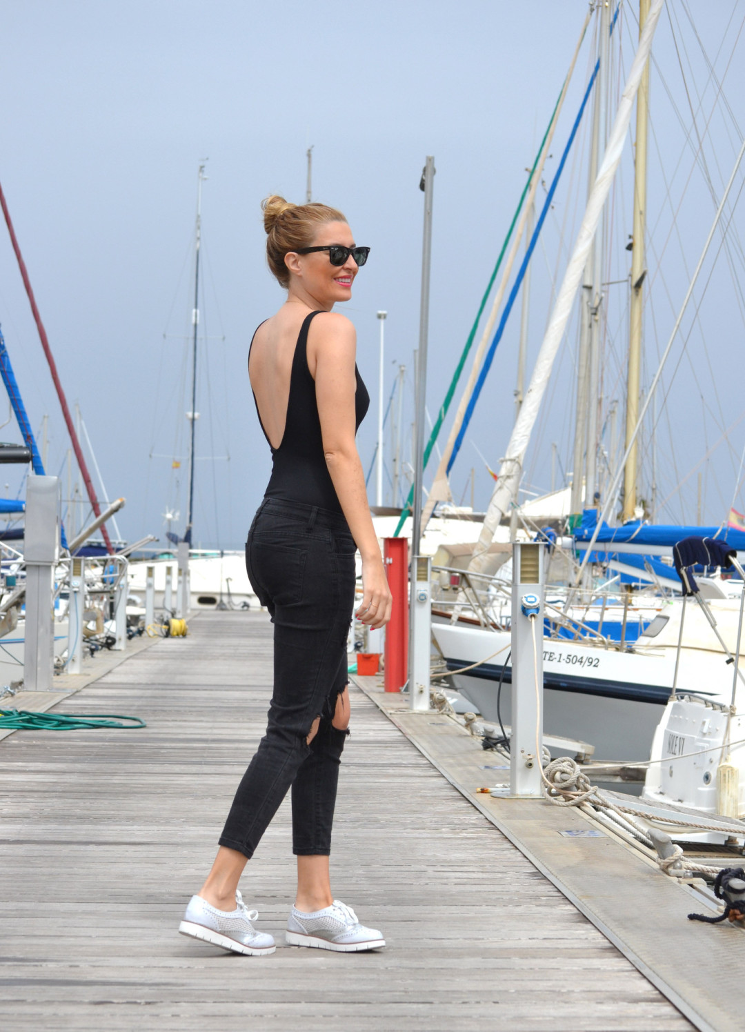 Total_Black_White_Shoes_Ray_Ban_Wayfarer_Port_Lara_Martin_Gilarranz_Bymyheels (5)