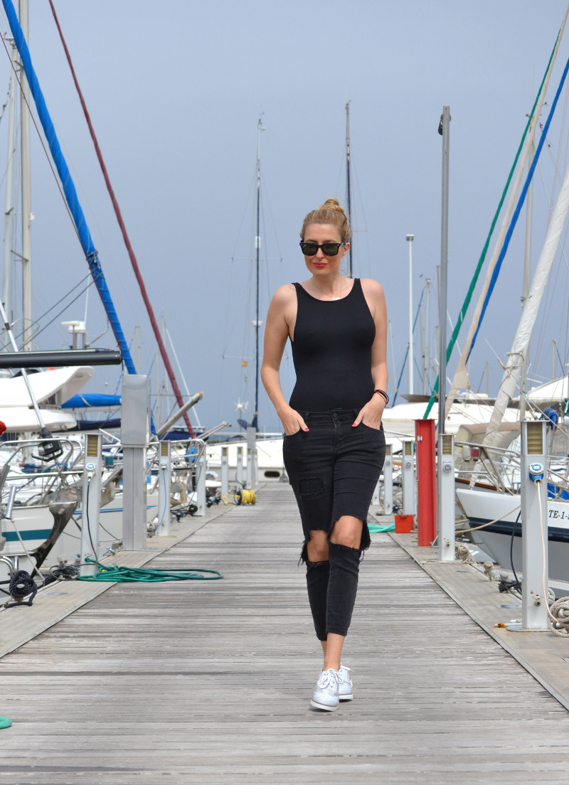 Total_Black_White_Shoes_Ray_Ban_Wayfarer_Port_Lara_Martin_Gilarranz_Bymyheels (6)