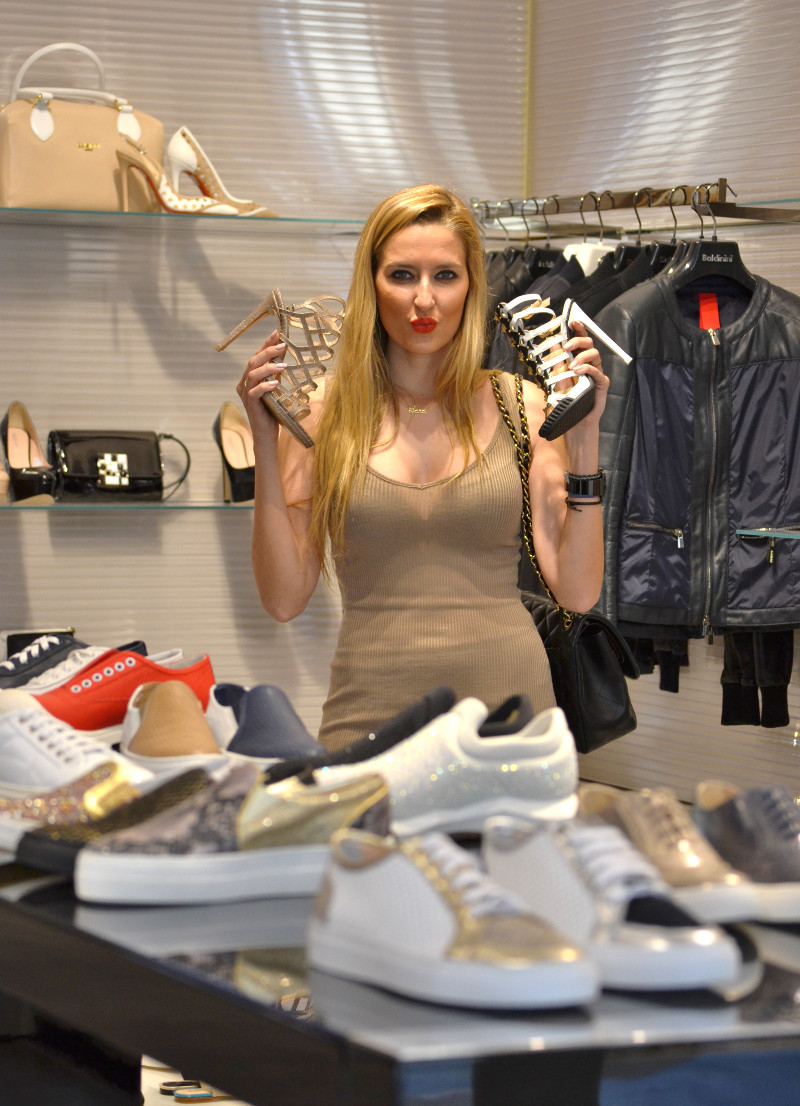 Bymyheels_Lara_Martin_Gilarranz_Las_Rozas_Village_Chic_Outlet_Shopping_Sneakers_The_Secret_Of_shoes (11)