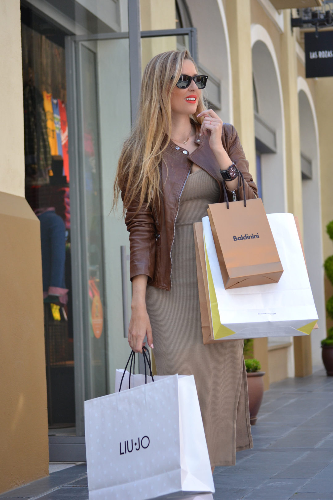 Bymyheels_Lara_Martin_Gilarranz_Las_Rozas_Village_Chic_Outlet_Shopping_Sneakers_The_Secret_Of_shoes (19)