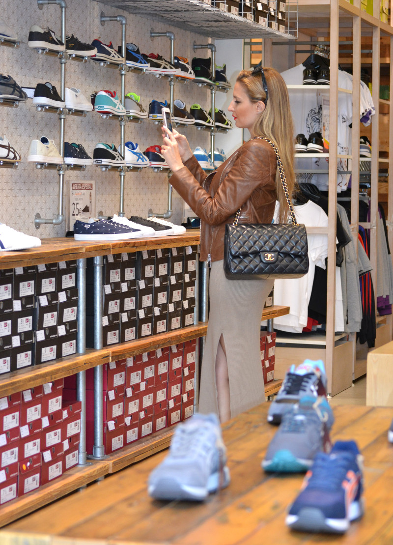 Bymyheels_Lara_Martin_Gilarranz_Las_Rozas_Village_Chic_Outlet_Shopping_Sneakers_The_Secret_Of_shoes (5)