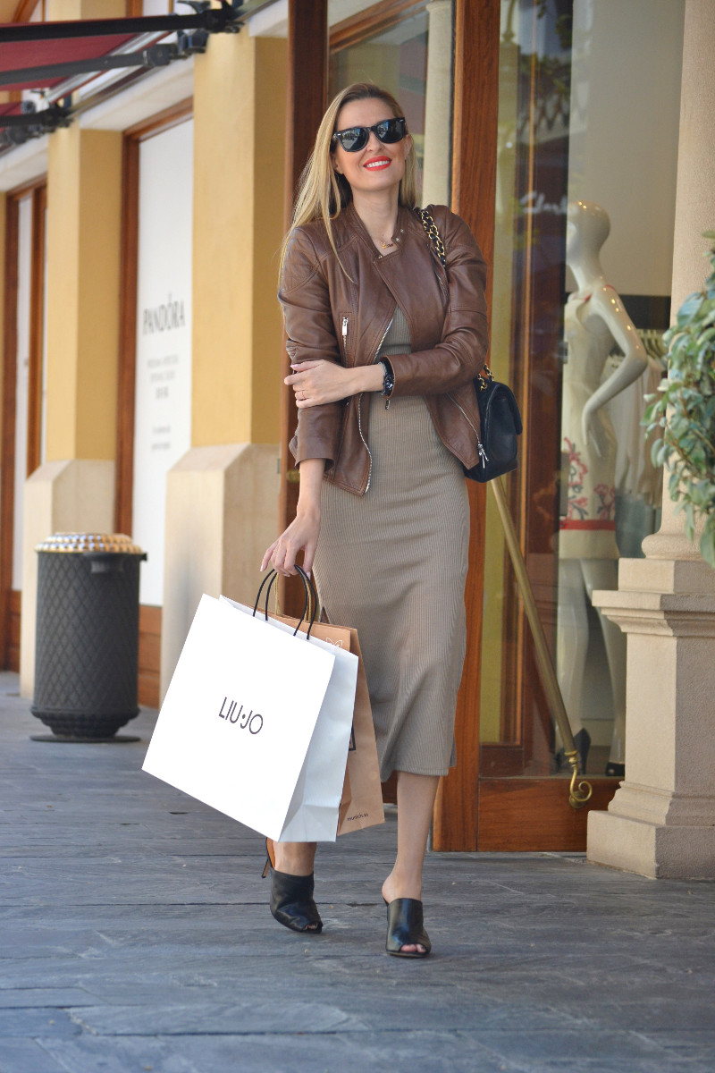 Bymyheels_Lara_Martin_Gilarranz_Las_Rozas_Village_Chic_Outlet_Shopping_Sneakers_The_Secret_Of_shoes (6)