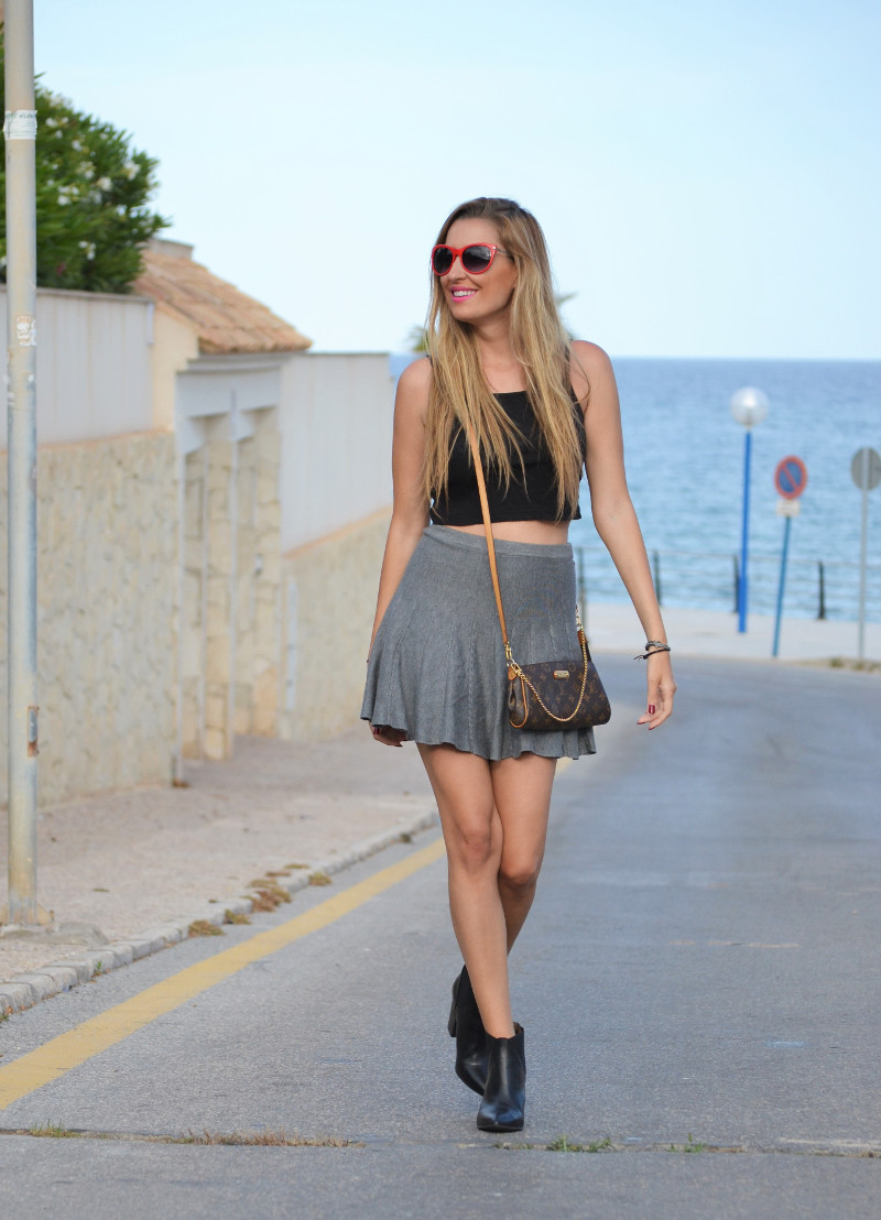 Grey_Skirt_Booties_Louis_Vuitton_Guess_Lara_Martin_Gilarranz_Bymyheels (4)