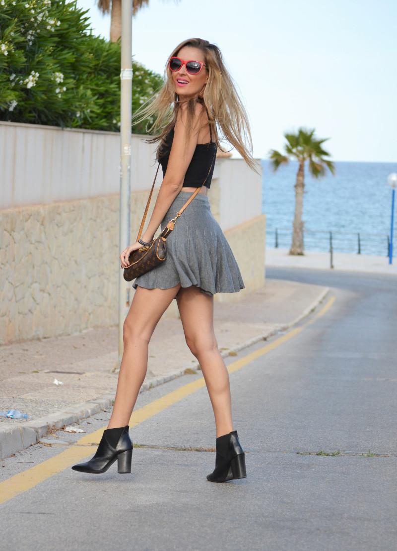 Grey_Skirt_Booties_Louis_Vuitton_Guess_Lara_Martin_Gilarranz_Bymyheels (5)