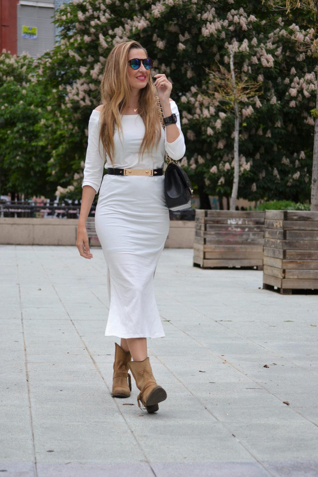 White_Dress_Boots_Spikes_Belt_Jumbo_Chanel_Lara_Martin_Gilarranz_Bymyheels (10)