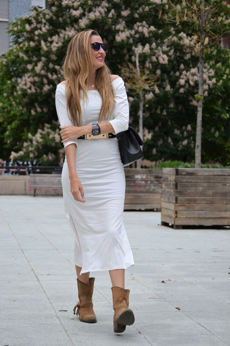 White_Dress_Boots_Spikes_Belt_Jumbo_Chanel_Lara_Martin_Gilarranz_Bymyheels (11)