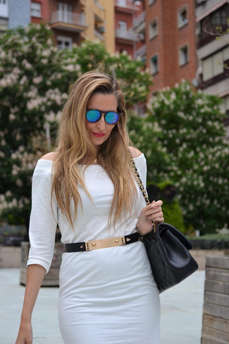 White_Dress_Boots_Spikes_Belt_Jumbo_Chanel_Lara_Martin_Gilarranz_Bymyheels (14)