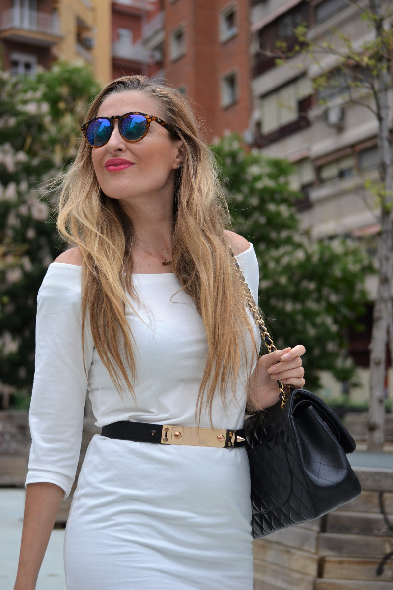 White_Dress_Boots_Spikes_Belt_Jumbo_Chanel_Lara_Martin_Gilarranz_Bymyheels (15)