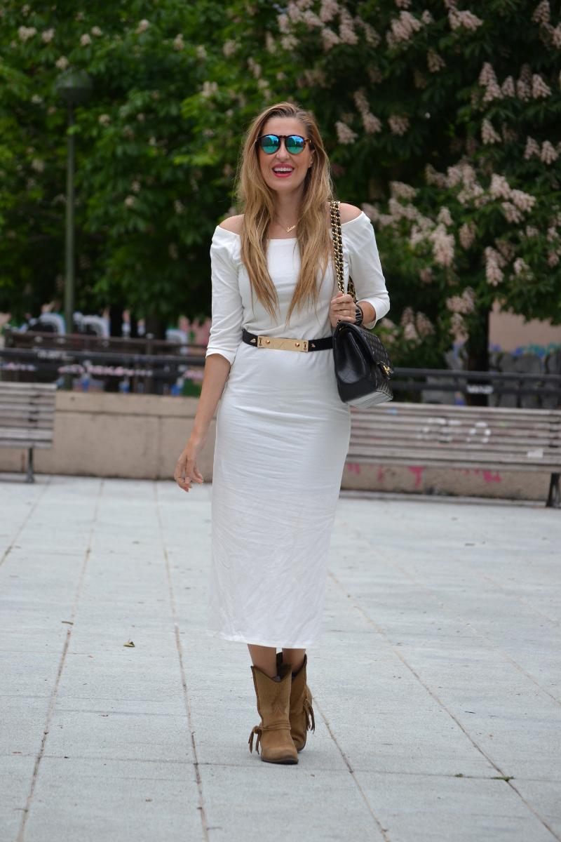 White_Dress_Boots_Spikes_Belt_Jumbo_Chanel_Lara_Martin_Gilarranz_Bymyheels (2)