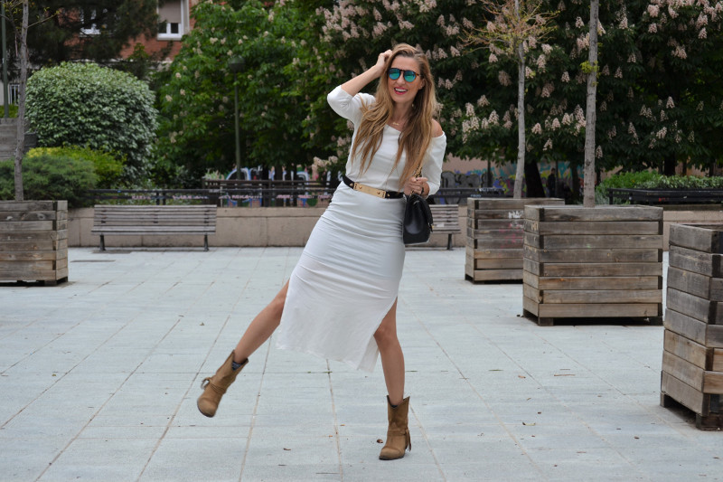 White_Dress_Boots_Spikes_Belt_Jumbo_Chanel_Lara_Martin_Gilarranz_Bymyheels (20)