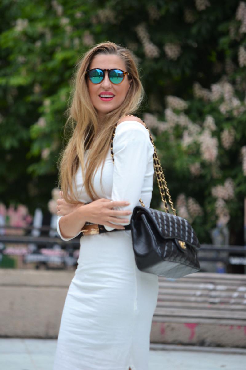 White_Dress_Boots_Spikes_Belt_Jumbo_Chanel_Lara_Martin_Gilarranz_Bymyheels (3)