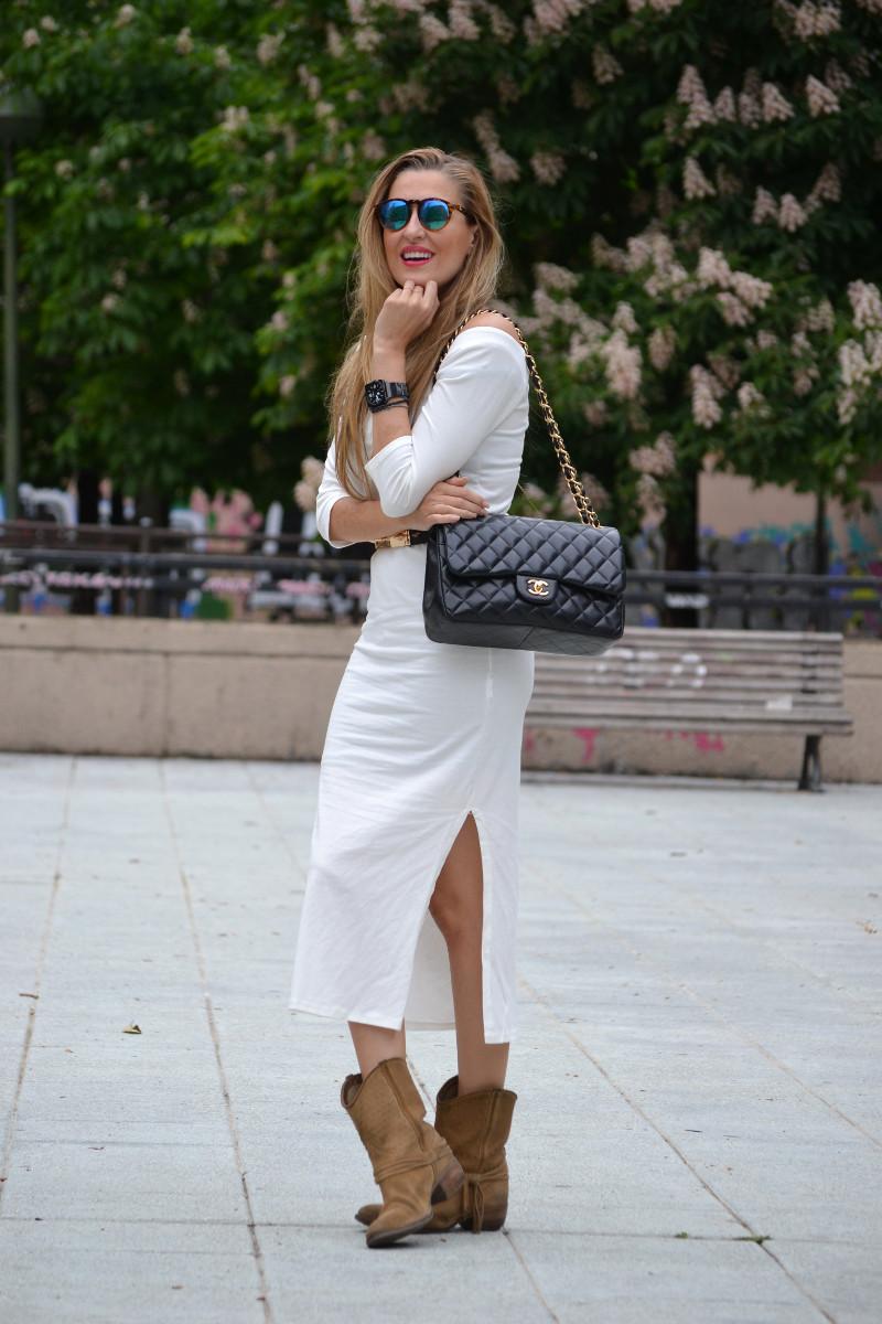 White_Dress_Boots_Spikes_Belt_Jumbo_Chanel_Lara_Martin_Gilarranz_Bymyheels (4)