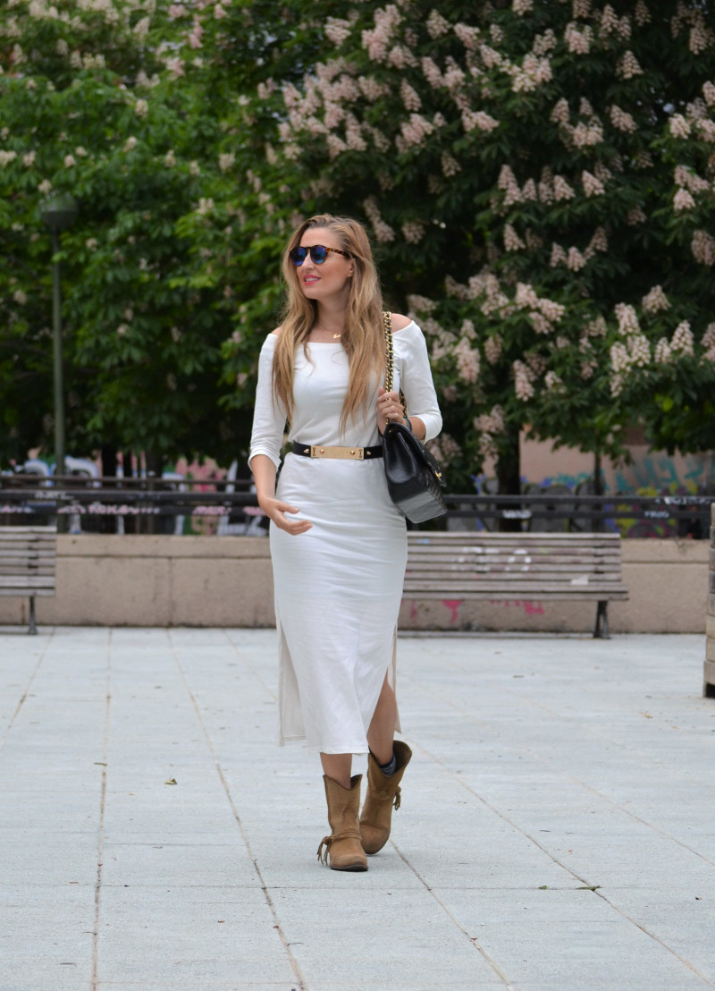 White_Dress_Boots_Spikes_Belt_Jumbo_Chanel_Lara_Martin_Gilarranz_Bymyheels (5)