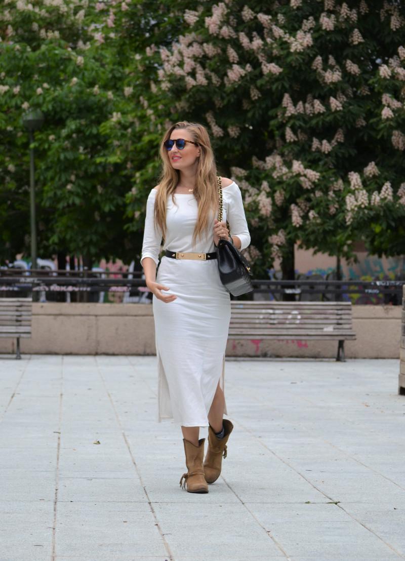 White_Dress_Boots_Spikes_Belt_Jumbo_Chanel_Lara_Martin_Gilarranz_Bymyheels (5)
