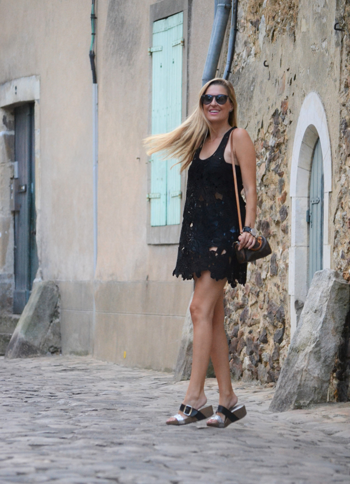 Le_Mans_Black_Dress_Sandals_Louis_Vuitton_Mini_Speedy_Lara_Martin_Gilarranz_Bymyheels (12)