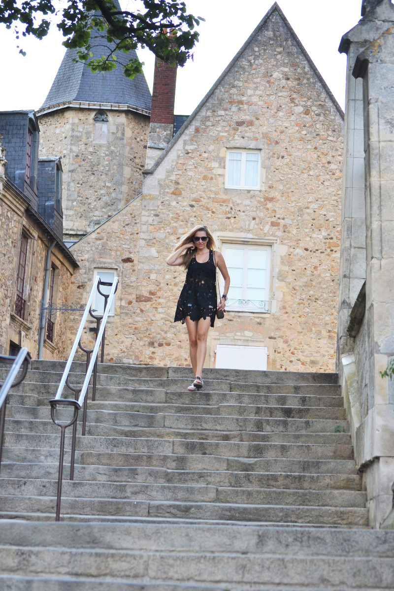 Le_Mans_Black_Dress_Sandals_Louis_Vuitton_Mini_Speedy_Lara_Martin_Gilarranz_Bymyheels (3)