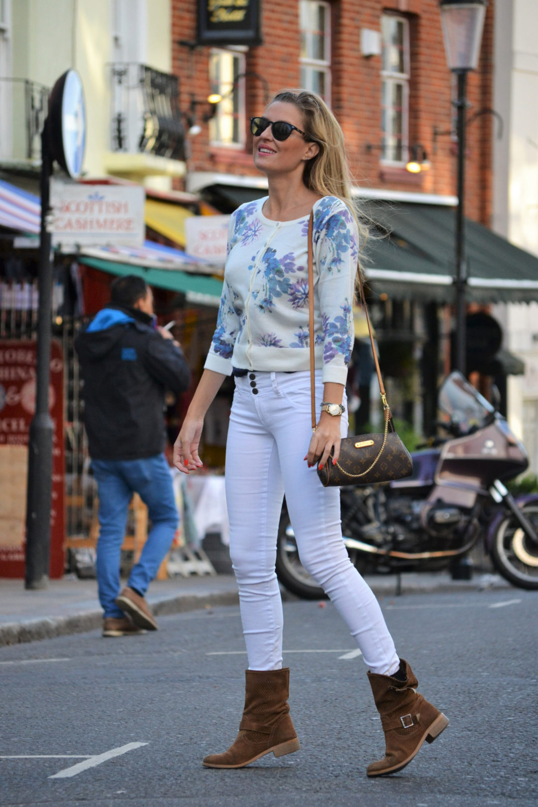portobello_market_nothing_hill_lara_martin_gilarranz_bymyheels_london-15