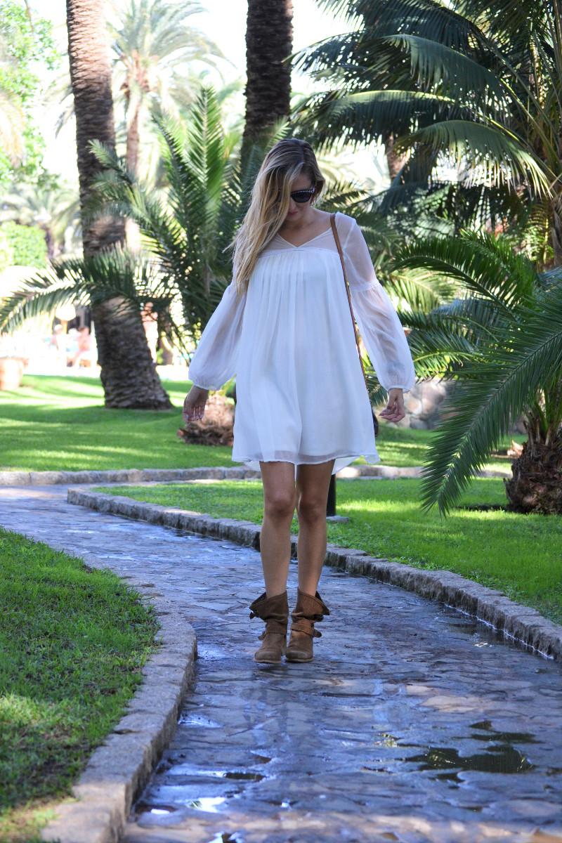 white_dress_gran_canaria_boots_pochette_eva_louis_vuitton_lara_martin_gilarranz_bymyheels-12