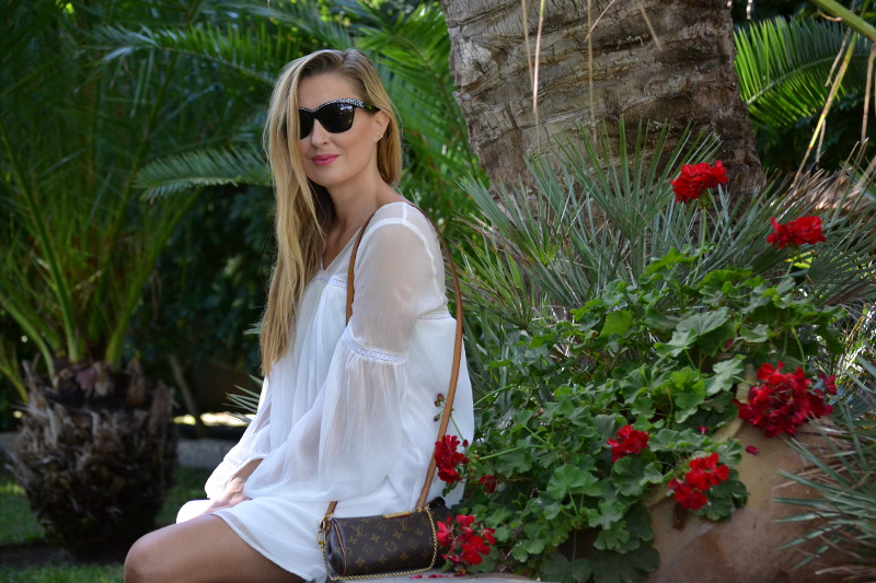 white_dress_gran_canaria_boots_pochette_eva_louis_vuitton_lara_martin_gilarranz_bymyheels-23