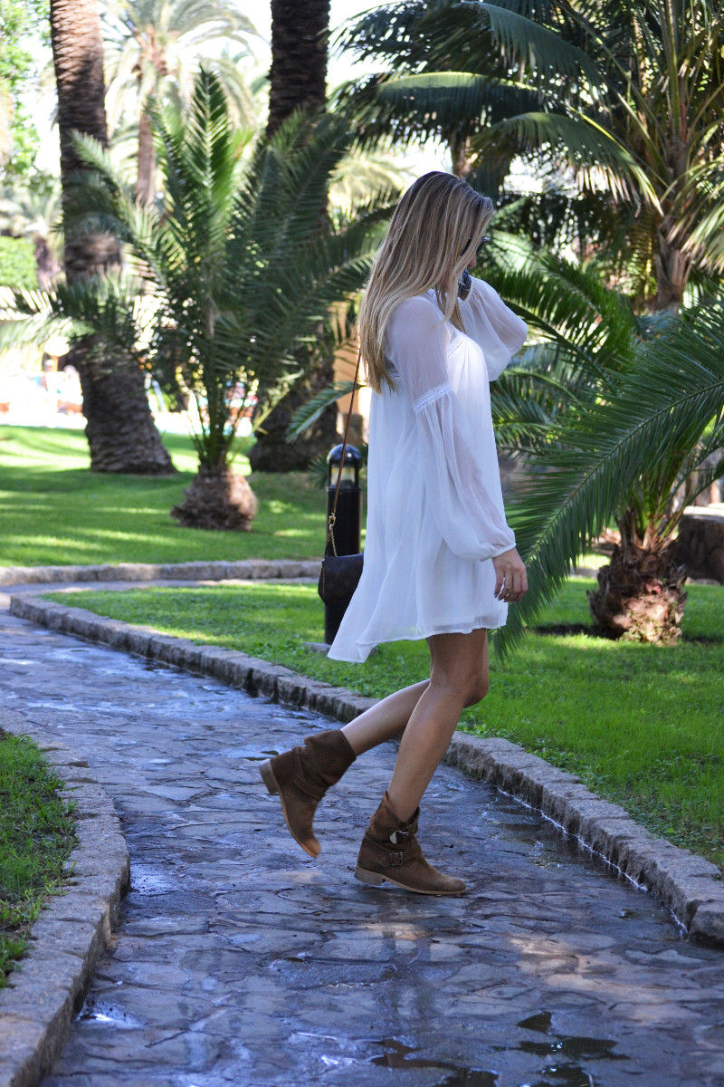 white_dress_gran_canaria_boots_pochette_eva_louis_vuitton_lara_martin_gilarranz_bymyheels-34