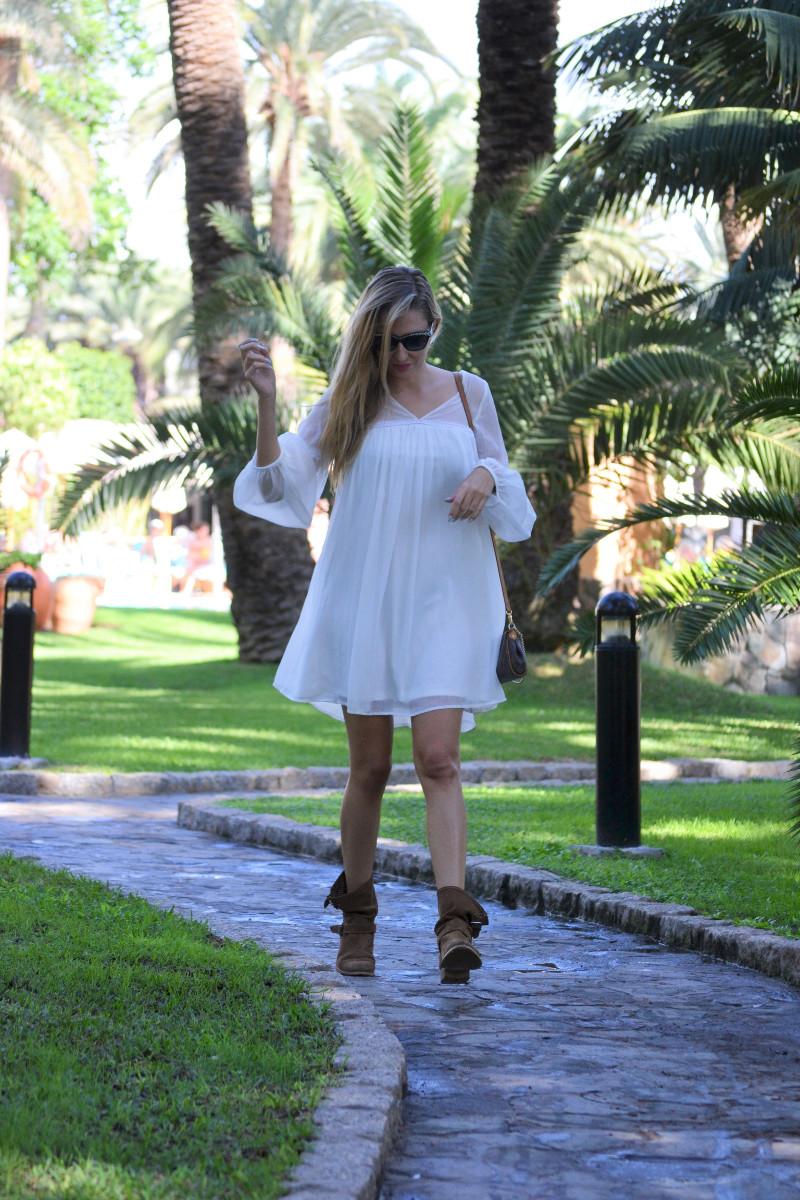 white_dress_gran_canaria_boots_pochette_eva_louis_vuitton_lara_martin_gilarranz_bymyheels-7